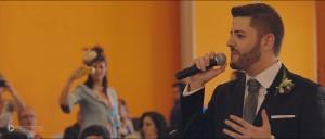 novio-canta-en-directo-en-su-boda-frame2